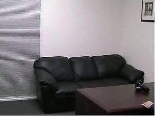 例のソファ