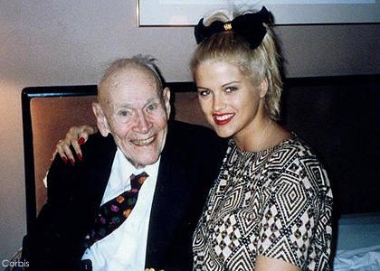 若い女と爺さん
